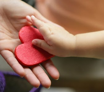 baby-heart-hand-photo-450x400-grf-71759161_large